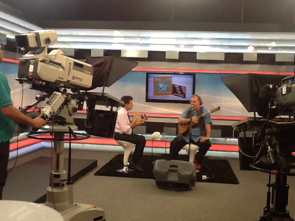 Violeiro Chico Lobo traz o som da viola caipira para o palco do JR News Talentos